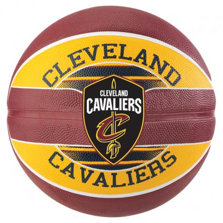 Ballon Spalding des Cleveland Cavaliers avant
